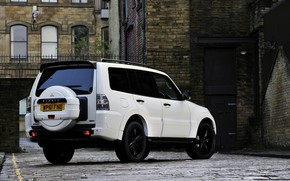 Картинка белый, город, дома, Mitsubishi, 2012, Black, Pajero, SUV, Shogun, пятидверный, Montero