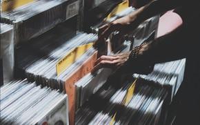 Картинка музыка, руки, винил, пластинки