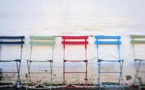 Картинка стена, стулья, цепи