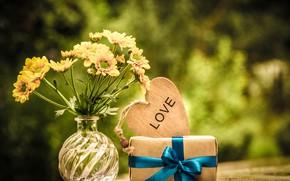 Картинка природа, стол, подарок, сердце, букет, желтые, ваза