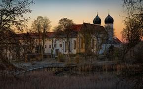 Картинка осень, трава, свет, деревья, ветки, озеро, заросли, берег, вид, окна, вечер, утро, Германия, церковь, храм, …