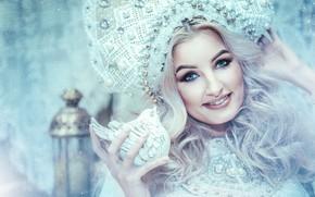 Картинка взгляд, девушка, лицо, улыбка, птичка, кокошник, Анастасия Голубева