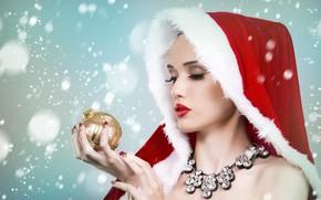 Картинка девушка, снежинки, лицо, фон, праздник, игрушка, новый год, рождество, шарик, ожерелье, руки, макияж, капюшон, снегурочка, …