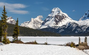 Картинка зима, лес, снег, деревья, пейзаж, горы, озеро, синева, скалы, берег, зимний, склоны, вершины, вид, ели, …
