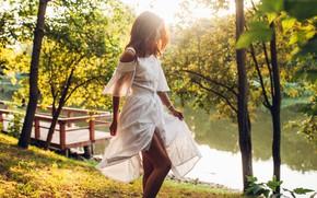 Картинка листья, вода, деревья, поза, Девушка, платье, ножки, Roma Roma, Александра Иванова