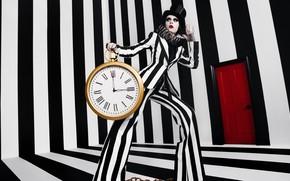 Картинка девушка, полосы, часы, будильник, Стиль, черно белое