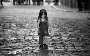 Картинка дорога, улица, белое, черное, Девочка, шаг