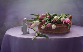 Картинка цветы, стол, тюльпаны, статуэтка, корзинка, скатерть, фигурка, Ковалёва Светлана, Светлана Ковалёва