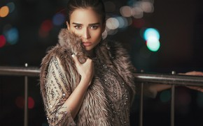 Картинка взгляд, девушка, ночь, поза, улица, платье, мех, красивая, боке