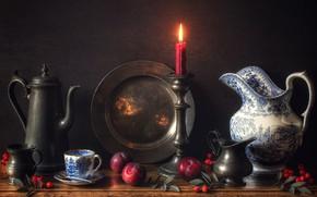 Картинка стиль, фон, свеча, шиповник, кружка, кувшин, натюрморт, сливы, подсвечник, блюдо, кофейник