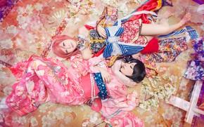 Картинка взгляд, поза, стиль, фон, девушки, две, пара, костюм, наряд, кимоно, азиатки, лежат, азиатский