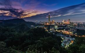 Картинка вид с высоты, небоскребы, мегаполис, горы, освещение, Тайбэй, полосы, город, огни, вечер, башня, ночь, Тайвань, …