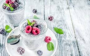 Картинка ягоды, малина, стол, ложка, стаканы, ежевика, йогурт, чиа