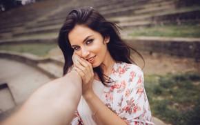 Картинка взгляд, девушка, лицо, руки, макияж, Aurela Skandaj