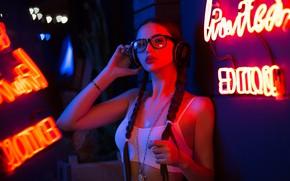 Картинка девушка, лицо, неон, наушники, очки, цепь, топик, косы, Алексей Лозгачёв
