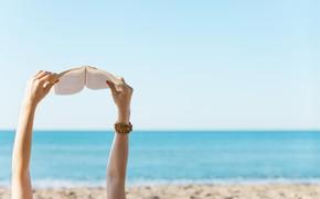 Картинка руки, пляж, книга, море, девушка, лето