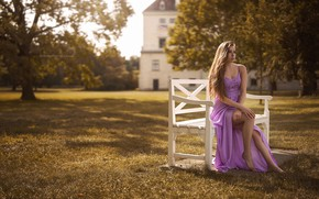 Картинка взгляд, девушка, деревья, скамейка, поза, дом, платье, ножки, сидит, Stefan Häusler