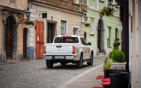 Картинка белый, улица, Mercedes-Benz, дома, тротуар, пикап, 2018, X-Class