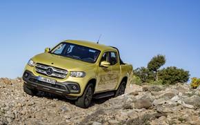 Обои небо, скала, камни, жёлтый, куст, Mercedes-Benz, пикап, 2017, X-Class