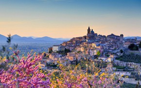 Картинка city, landscape, Italy, flowers, mountains, houses, building, cityscape, church, Umbria, Trevi