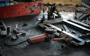 Картинка работа, конструкция, гараж, искры, болгарка, инструменты, метал, суета