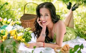 Картинка взгляд, лицо, улыбка, настроение, брюнетка, пикник, Сергей Шавин, Юлия Молокова