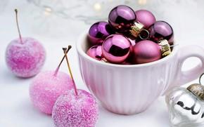 Картинка шарики, праздник, Рождество, фиолетовые, кружка, Новый год, белая, светлый фон, сиреневые, новогодние украшения, яблочки, новогодние …