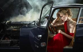Картинка авто, девушка, поза, красное, дым, ожерелье, платье, прическа