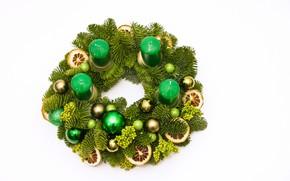 Картинка шарики, украшения, праздник, игрушки, свечи, Рождество, белый фон, Новый год, зелёные, хвойные ветки