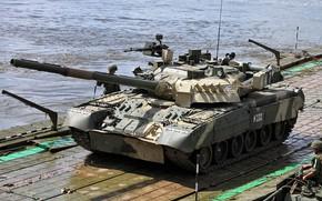 Картинка танк, водоём, Т-80У, бронетехника России, Понтонный мост армейский, военнослужащие РФ