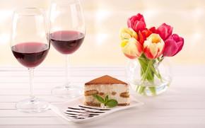 Картинка вино, бокалы, тюльпаны, ваза, пирожное