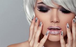 Картинка крупный план, лицо, ресницы, фон, блеск, руки, макияж, прическа, блондинка, губы, красотка, боке, маникюр
