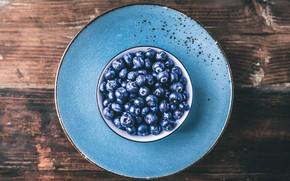 Картинка ягоды, фон, голубое, доски, черника, тарелка, миска, блюдце