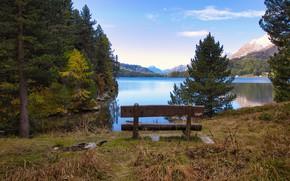 Картинка осень, лес, небо, трава, облака, деревья, горы, скамейка, озеро, пруд, берег, спокойствие, вершины, вид, даль, …