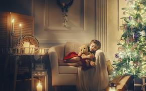 Картинка игрушка, елка, мишка, спит, девочка, Новый год, гирлянда