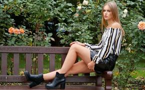 Картинка девушка, модель, ножки, скамья, Laura