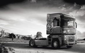 Обои дорога, скалы, растительность, пустыня, грузовик, Renault, кактусы, Route 66, Magnum, седельный тягач, 4x2, Renault Trucks