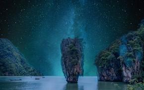 Картинка море, небо, космос, звезды, деревья, ночь, скалы, растительность, лодки, Млечный путь, водоем