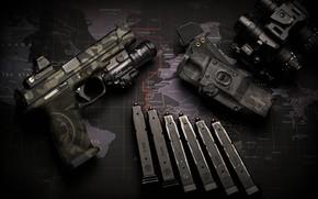 Картинка пистолет, фонарик, бинокль, обоймы
