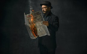 Картинка огонь, человек, газета