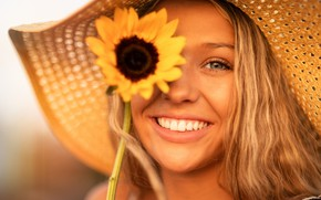 Обои лето, взгляд, девушка, лицо, улыбка, настроение, портрет, подсолнух, шляпа, Christopher Rankin