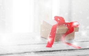 Картинка снег, фон, подарок, лента, красная, wood, Xmas, Box, Valeria Aksakova