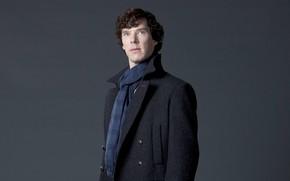 Картинка актёр, серый фон, Шерлок Холмс, пальто, персонаж, Бенедикт Камбербэтч, Benedict Cumberbatch, Sherlock, Sherlock BBC, Sherlock …