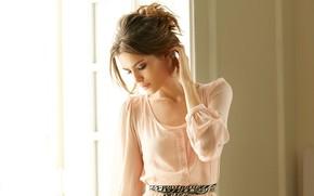 Картинка девушка, свет, поза, платье, брюнетка, красивая