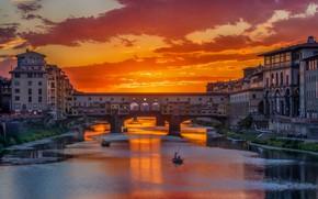 Картинка закат, мост, река, лодка, Италия, зарево, Флоренция, Понте Веккьо, Арно
