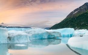 Картинка зима, облака, снег, горы, отражение, берег, лёд, склон, ледник, айсберг, вершина, льдины, водоем, Гренландия