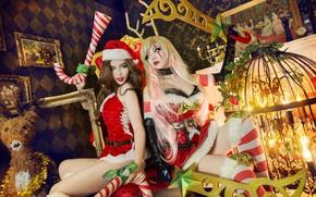 Картинка девушка, украшения, красный, огни, стиль, фон, девушки, настроение, праздник, две, новый год, клетка, пара, костюм, …