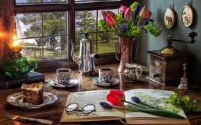 Картинка цветы, стиль, книги, лампа, кофе, букет, окно, очки, тюльпаны, вилка, натюрморт, тортик, мускари, кофемолка, кофейник