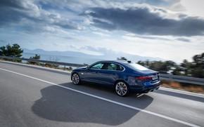 Картинка Jaguar, тень, ограждение, седан, в движении, на дороге, Jaguar XF, 2020, XF