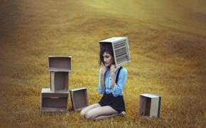 Картинка поле, девушка, коробки
